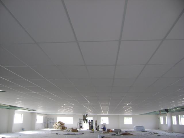 Giá làm trần thả bằng nhôm nhựa khung 60×60 bao nhiêu tiền 1m2